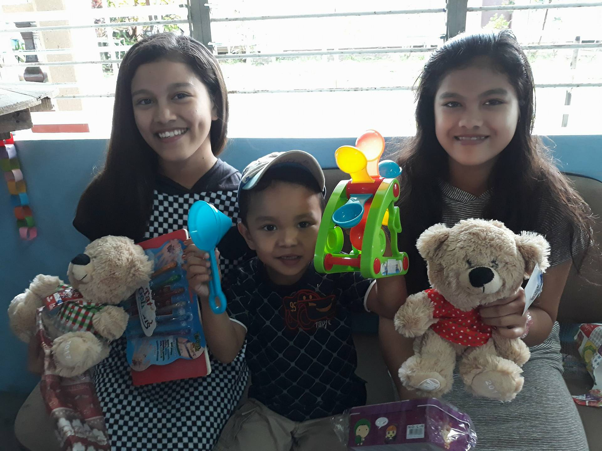 SM Shoppers Brought Joy to 426 Children this Christmas