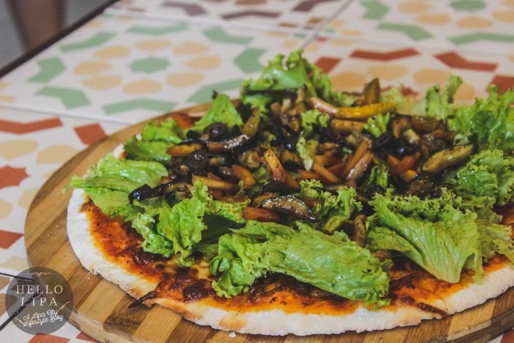 vegetable and salad pizza